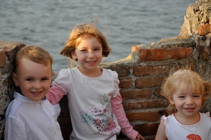 Max, Lily, Charlotte: Posing by the sea before dinner