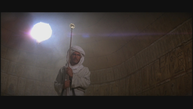 raiders-of-the-lost-ark-staff-of-ra-headpiece-prop-analysis-screencap-00-1
