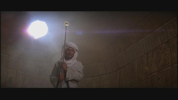 raiders-of-the-lost-ark-staff-of-ra-headpiece-prop-analysis-screencap-00-1
