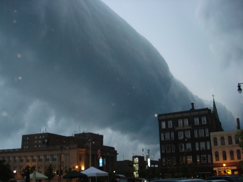 """""""Roll-Cloud-Racine"""" by Eazydp - Personal photo. Licensed under Public domain via Wikimedia Commons."""