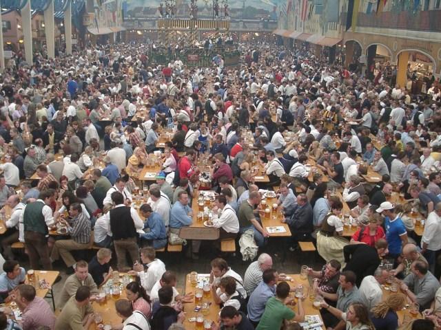 """""""Oktoberfest bierzelt"""" Wikimedia Commons"""