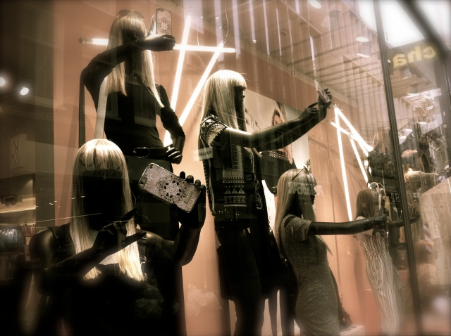 Mannequins taking selfies, Amsterdam storefront